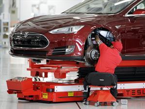 Tesla produce 2,000 carros eléctricos por semana