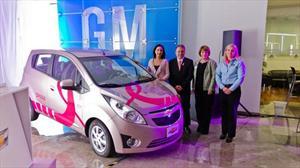 Chevrolet subasta dos autos para ayudar a promover la detección oportuna del cáncer de mama