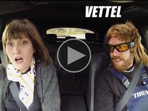 Video: Vettel se disfraza de mecánico y asusta a los clientes del taller
