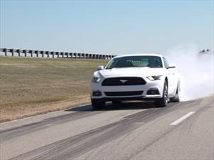 Video: Ford Mustang 2015 quema llanta a placer