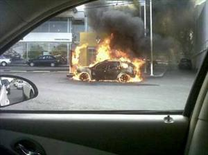 Explota coche bomba frente a Renault Cd. Victoria, Tamaulipas