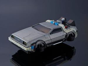 DeLorean autónomo haciendo drift