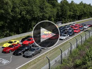 Video: se juntan 40 Ferrari F12berlinetta en el circuito de Nürburgring