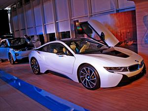 BMW presenta en Chile el citycar 100% eléctrico i3 y el deportivo enchufable i8