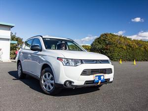 Mitsubishi Outlander 2014 la manejamos en Japón
