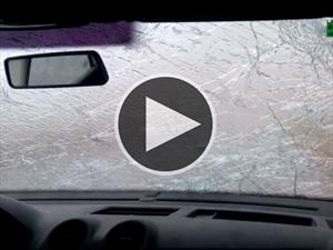 Video: Granizada arruina parabrisas de un carro