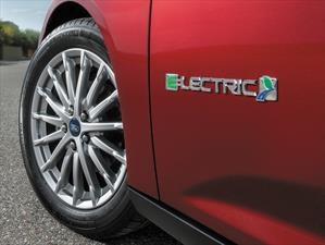 Ford rompe esquemas e incorporará 13 vehículos eléctricos