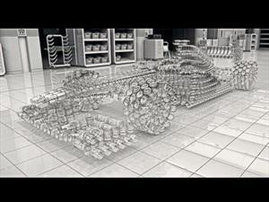 Johnnie Walker crea un F1 con vasos de whisky para crear conciencia