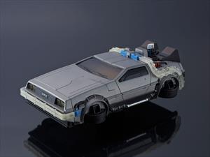 Este detallado DeLorean es en realidad una funda para iPhone