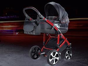 Un cochesito de bebé con estilo de Golf GTI