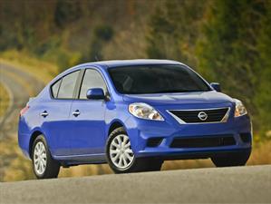 Recall de Nissan a 320,000 unidades del Versa