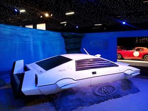 Lotus Esprit submarino de James Bond fue vendido en casi USD 1 millón