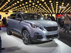 Peugeot 5008 2017, renovarse o morir