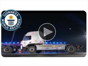 Mirá como se logra el Récord Guinness de estacionamiento con un camión