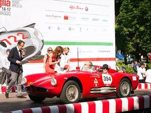 Alfa Romeo muestra su historia en la Mille Miglia 2015