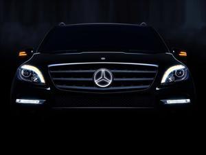 Mercedes-Benz ilumina su estrella de tres puntas