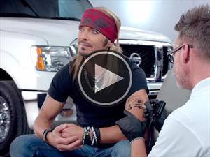 Video: El cantante de Poison vende camionetas de Nissan en EE.UU.