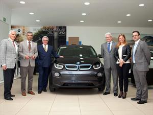Propietario recibe el primer BMW i3 2015 en México