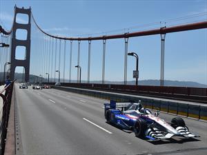 5 autos de la IndyCar cruzan el Golden Gate en honor a Justin Wilson