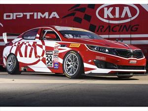 KIA Optima dentro del Top 5 del Pirelli World Challenge 2015