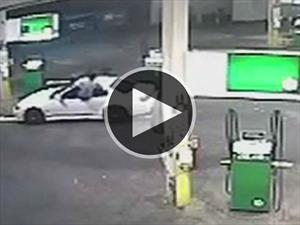 Hombre evitó el robo de su carro con un salto ninja