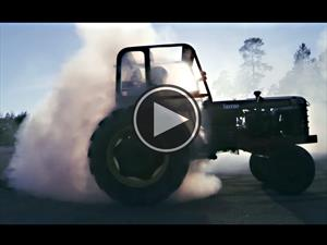 Video: Derrapando con un tractor turbo