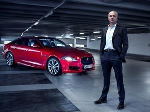 José Mourinho conduce un Jaguar en hielo