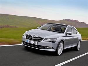 Skoda Superb 2017 sale a la luz