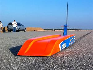 Un auto de juguete que llega a los 300 Km/h