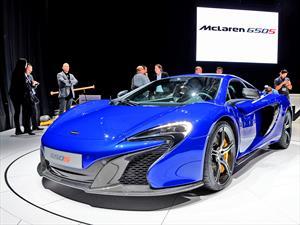 Súper deportivos Aston Martin y McLaren serán exhibidos en Parque Arauco