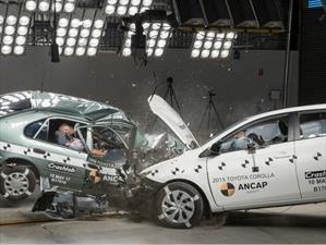 Prueba de choque del Toyota Corolla 1998 Vs. Toyota Corolla 2015