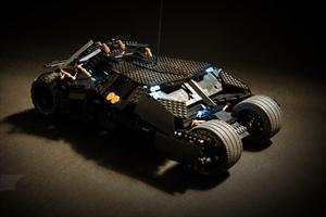 Batimóvil Tumbler de control remoto construido con piezas de LEGO