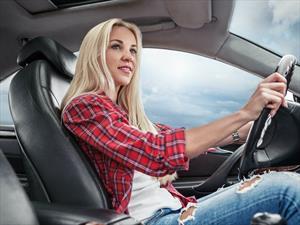 Los adolescentes tienen malos hábitos al volante