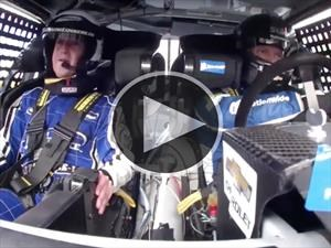 Video: Mark Zuckerberg se sube a un auto de NASCAR
