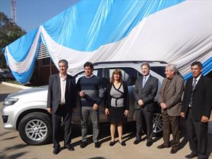 Toyota Argentina dona 8 vehículos y equipamiento a escuelas técnicas