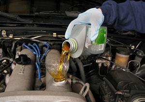 Mi auto consume un cuarto de litro de aceite cada 1,600 kilómetros ¿me debo preocupar?