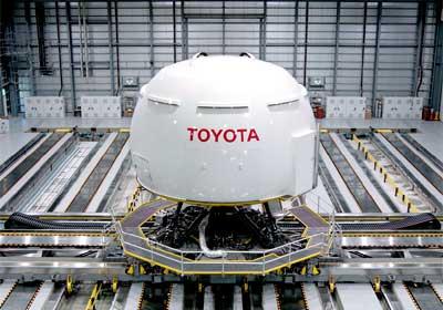 Toyota presenta su simulador virtual de manejo.