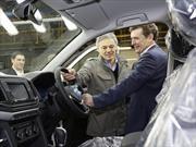 Francisco Cabrera visitó la fábrica de Volkswagen en Pacheco