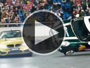 Video: Un BMW M4 driftea alrededor de un MINI en dos ruedas