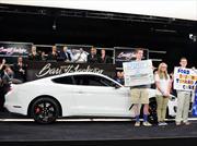 El primer Shelby GT350R Mustang se subasta en un millón de dólares