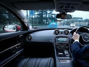Jaguar Land Rover desarrolla tecnología que hace transparentes los postes del auto
