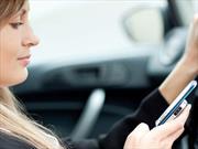 ¿Mujeres textean más al manejar?