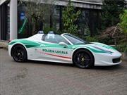 La policía italiana uitiliza una Ferrari confiscada a la mafia