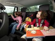 Evita que tus hijos se mareen al viajar en carro