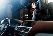 Autos de lujo encantan y seducen a las mujeres