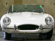 Recuperan 46 años después su Jaguar XKE robado