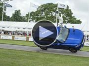 Un Jaguar F-Pace hace el Goodwood Hillclimb en dos ruedas