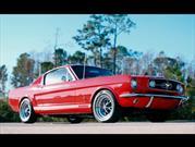 Revology Cars crea réplicas modernas de Mustangs clásicos