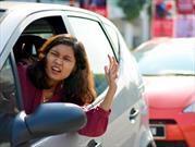 Cuando conducen, las mujeres se enojan más fácil que los hombres