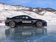Nissan GT-R rompe r&#233;cord de velocidad sobre hielo